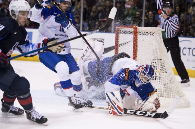 Slováci začali sezónu s chybami a Česi ich vytrestali, mladí hokejisti zlyhali vo všetkých zápasoch