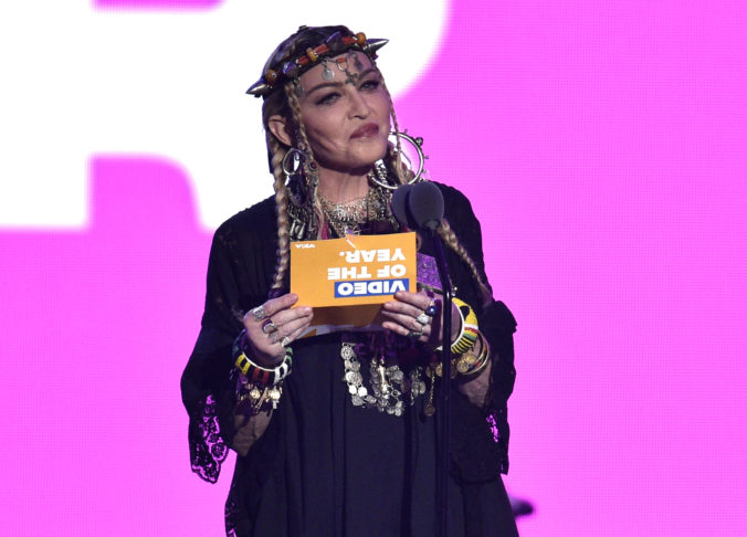 Instagram zakročil proti popovej hviezde, Madonna šírila konšpiračné video o koronavíruse