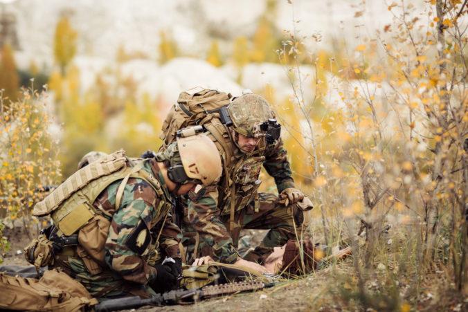 Budúci vojenskí lekári sa pripravujú v Martine, armáda si pre nich pripravila tvrdý výcvik