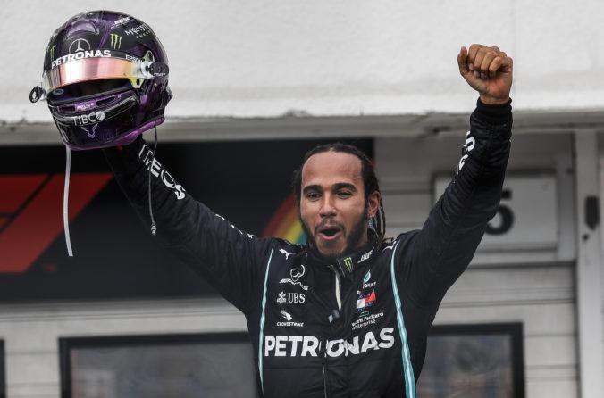 Hamiltonovi zrejme koronavírus predĺžil kariéru. Prezradil, koľko rokov by ešte chcel pretekať