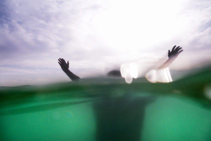 Kúpanie v prírodných nádržiach má ďalšiu obeť, v Turnianskom rybníku sa utopil muž z Maďarska