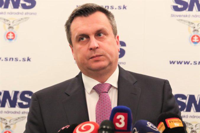 Politológ Eštok: Šancu na návrat SNS do parlamentu môže pochovať Danko, ale aj Hrnko