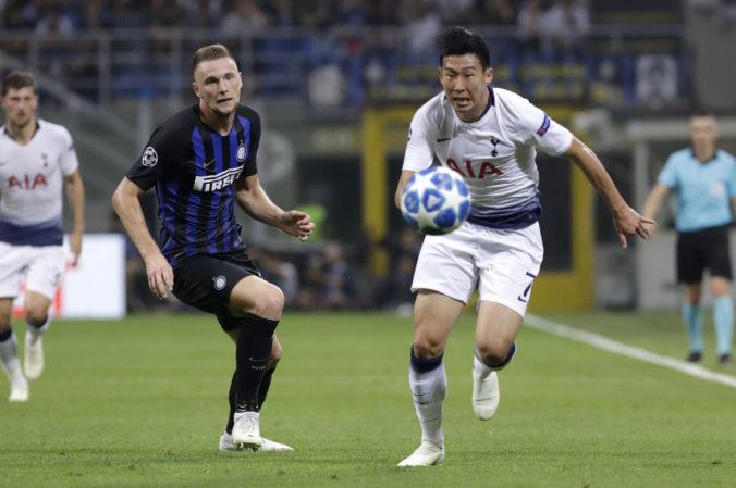 Škriniar by najnovšie mohol hrať za Tottenham, Interu vraj ponúkol francúzskeho reprezentanta