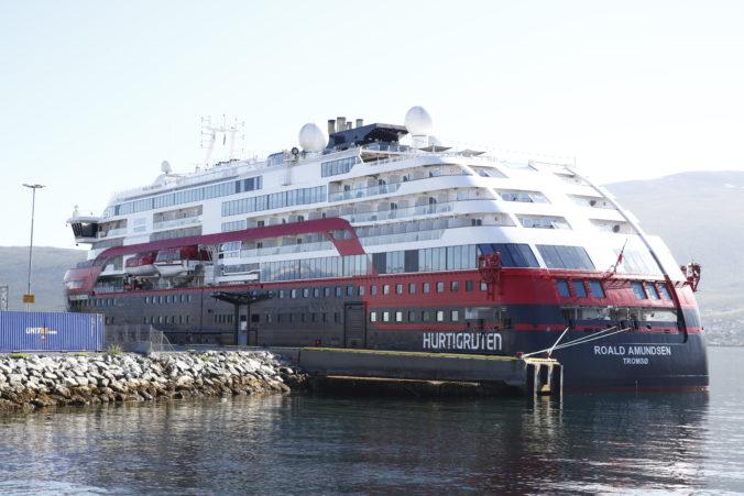 Na nórskej výletnej lodi vypukol koronavírus, nakazili sa najmenej štyri desiatky ľudí