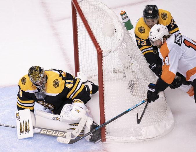 Neúspešný vstup hokejistov Boston Bruins do reštartu NHL. Musíme sa zlepšiť, vraví Chára (video)