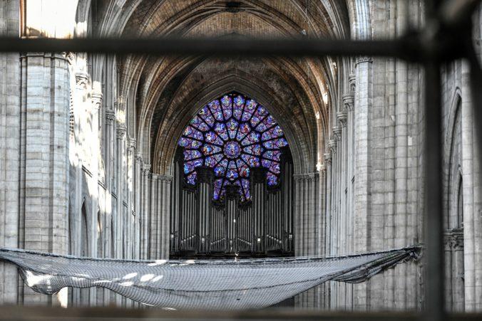 V Notre-Dame začali s čistením obrovského organu, rozoznieť by sa opäť mohol približne o štyri roky