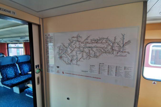 Niektoré slovenské vlaky budú vybavené unikátnou mapou tratí od slovenského dizajnéra