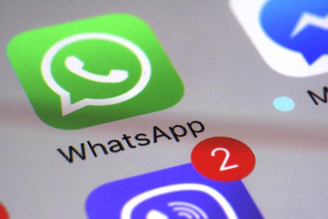 WhatsApp zavádza novú funkciu proti dezinformáciám, stačí kliknúť ikonu lupy