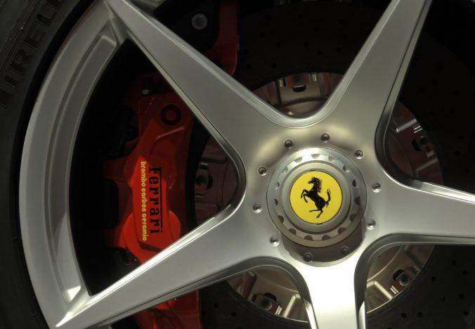 Zisk automobilky Ferrari v druhom kvartáli klesol o 95 percent