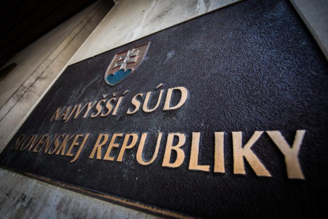 Najvyšší súd zasadal pre kauzu korupcie v štátnych hmotných rezervách, vo väzbe skončil podnikateľ