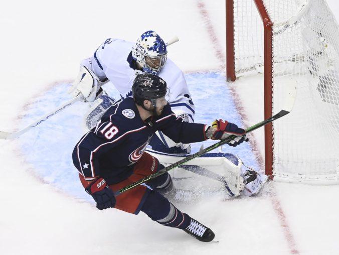 """Marinčin rozdával """"hity"""", Dubois sa zaskvel hetrikom a Calgary si zahrá play-off NHL (video)"""