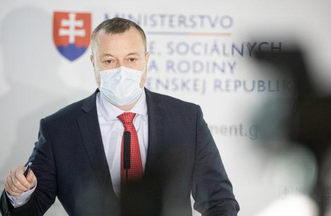 Minister práce Krajniak žiada dočasne stopnúť novelu zákona o sociálnom poistení