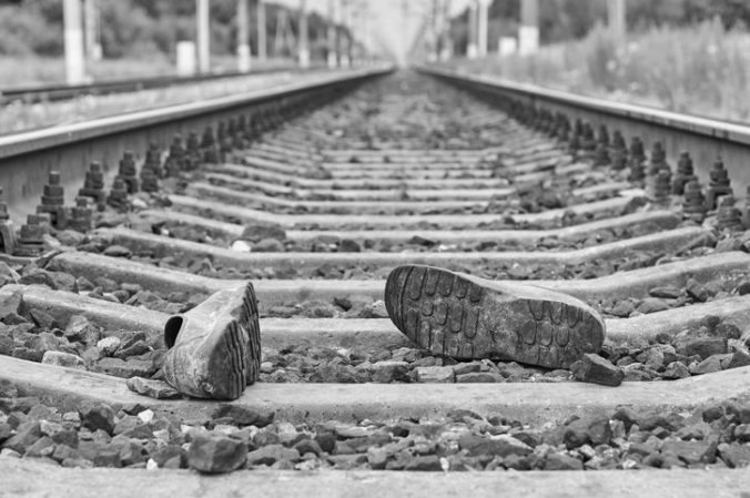 Na železnici v Banskej Bystrici zahynul človek, polícia pre meškanie neodporúčala cestovať vlakom