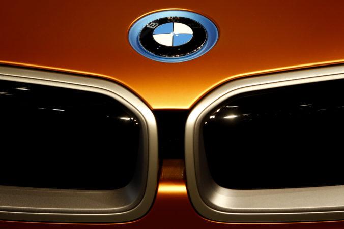 Pandémia koronavírusu poslala automobilku BMW do straty 212 miliónov eur
