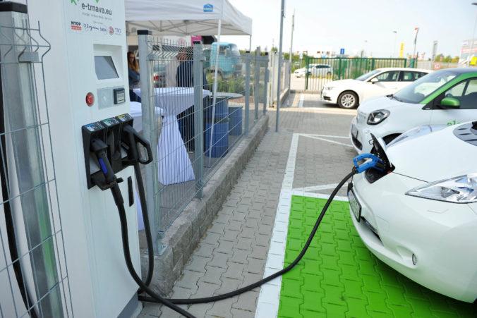 Produkcia elektromobilov by sa mala zvýšiť, ale koronakríza progres spomalila