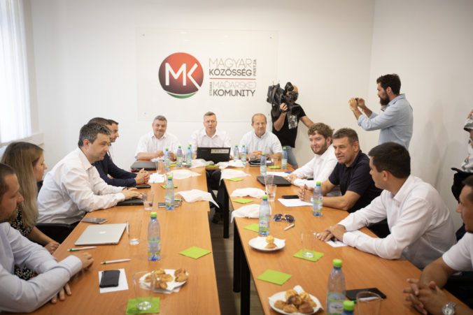 Založenie spoločnej maďarskej strany je víťazstvom zdravého rozumu, hodnotí politológ