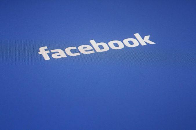 Facebook odstránil skupinu súvisiacu s konšpiračnou teóriou QAnon