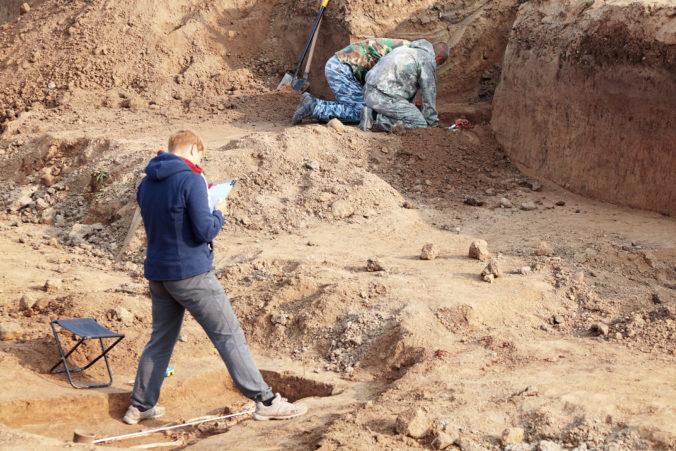 Archeológovia už vedia vek vikinskej helmy z Británie, nález pochádza z desiateho storočia