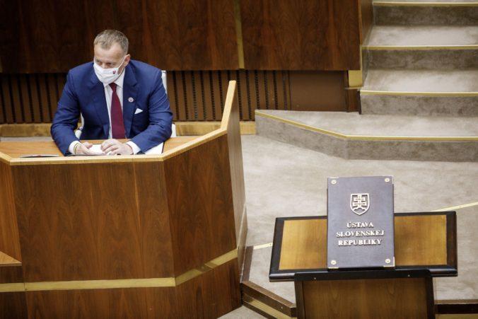 Kollár mimoriadnu schôdzu parlamentu nezvolá, poslanci sa stretnú v septembri