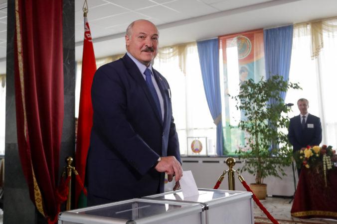 Lukašenko vyhral ďalšie prezidentské voľby v Bielorusku, ľudia výsledkom neveria a protestovali v uliciach (foto)