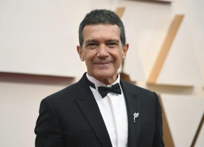 Koronavírusom sa nakazil ďalší slávny herec, Antonio Banderas oslavoval narodeniny v karanténe