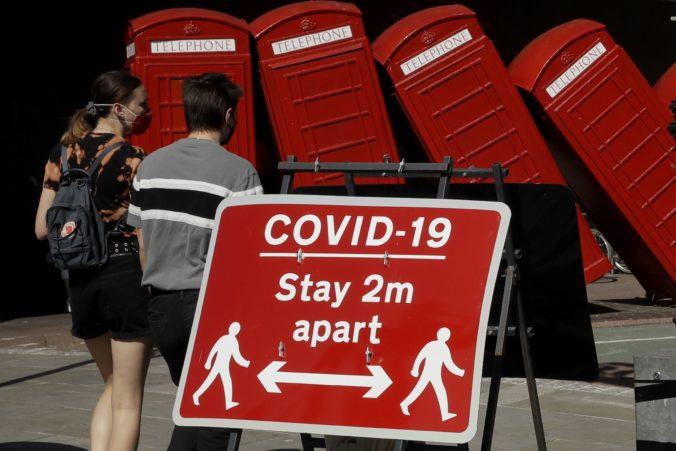 Koronavírus tvrdo zasiahol britskú ekonomiku, v druhom kvartáli sa prepadla do recesie