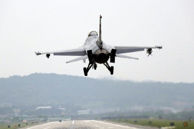 ÚVO nezistil pri nákupe stíhačiek F-16 porušenie zákona, pozrie sa na to ešte Najvyšší kontrolný úrad