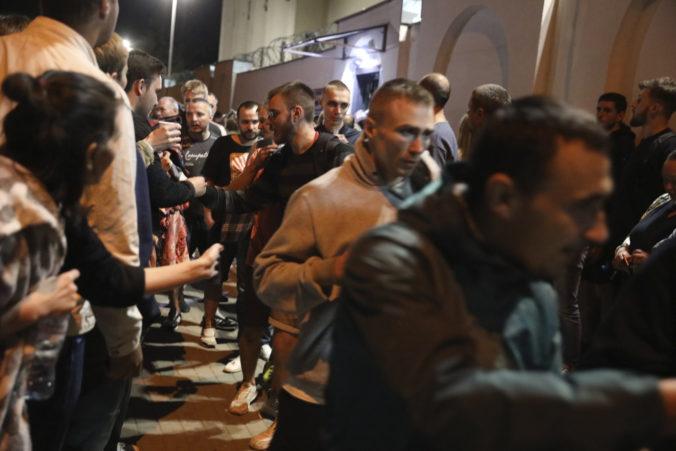 Na mieste úmrtia demonštranta Alexandra Tarajkovskeho sa zhromaždili tisícky protestujúcich