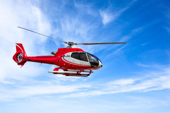 Pomoc záchranárskeho vrtuľníka potreboval chlapec po páde z bicykla, časť riadidiel sa mu zapichla do stehna