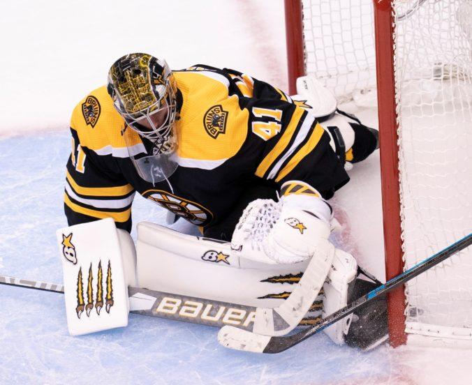 Rask opustil Boston v play-off NHL, Halák rýchlo reagoval a pomohol k triumfu nad Carolinou (video)