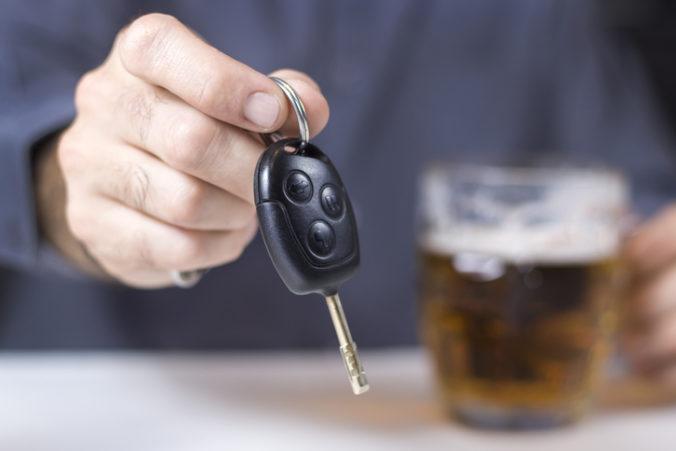 Mladík nerešpektoval zákazovú značku, jazdil opitý a navyše bez vodičského oprávnenia