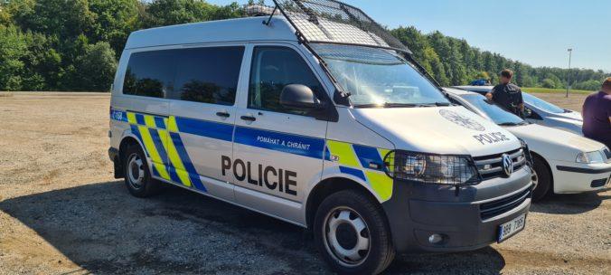 Rakúšan utiekol z domáceho väzenia, po naháňačke ho dolapila česká polícia v poli