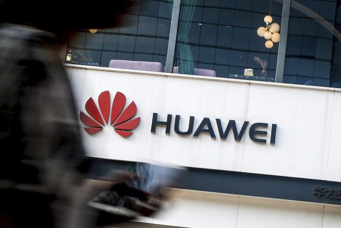 USA zavádzajú nové sankcie voči Huaweiu, Trump žiada rovnaký krok aj od Veľkej Británie