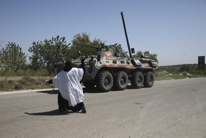 Výbuch míny zabil v Sýrii ruského generála, keď sa vojenský konvoj vracal z misie