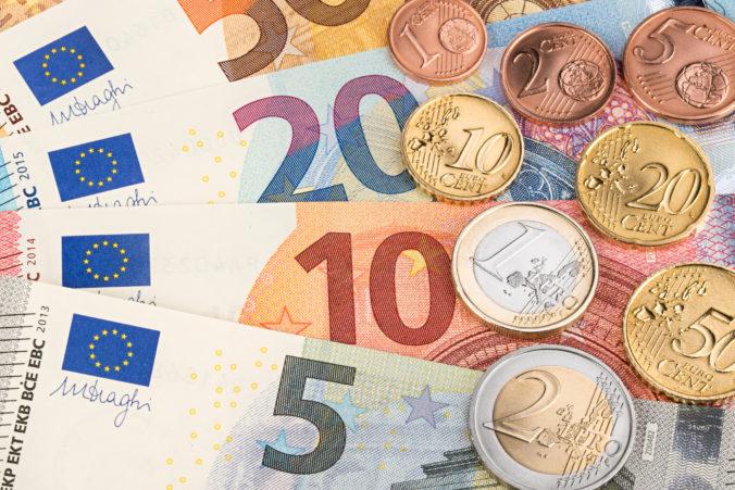 Štát bude pokračovať vo vyplácaní prvej pomoci ľuďom, ale maximálny príspevok 540 eur sa nezvýši