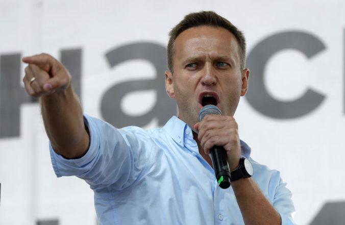 Ruský opozičný líder Navaľnyj leží v kóme, veľkého kritika Putina údajne otrávili