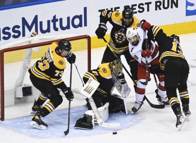 Traja Slováci postúpili do 2. kola play-off NHL, Tatarov Montreal znížil stav série (video)