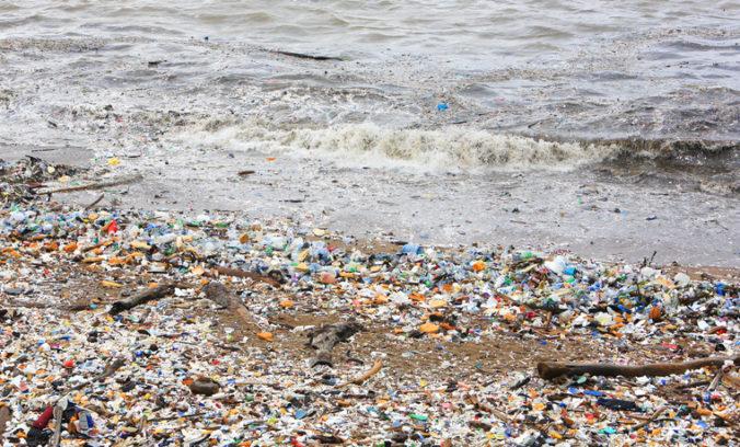V Atlantickom oceáne je obrovské množstvo mikroplastov, môžu vážiť až 21 miliónov ton
