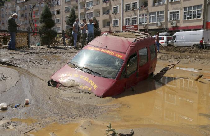 Turecké pobrežie Čierneho mora zasiahli povodne, vyžiadali si tri ľudské životy