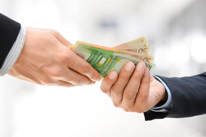 Náhodní účastníci výskumu budú mesačne dostávať 1200 eur, vedci zisťujú zmysel mzdy bez práce