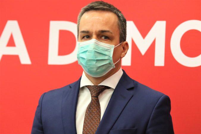 Pellegriniho strana Hlas-SD sa pustila do Krajniaka pre minimálnu mzdu a hrozí mu odvolávaním