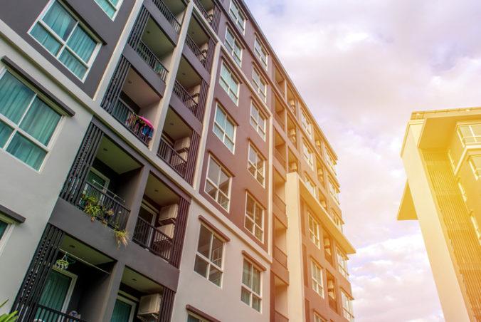 Staršie byty v Bratislave zdraželi, ale cena nájomného smerovala dole