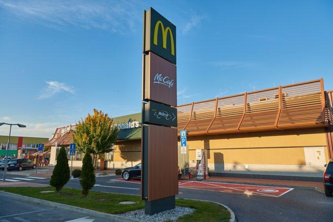 Na Slovensku nabijete elektromobil už pri 16 prevádzkach McDonald's