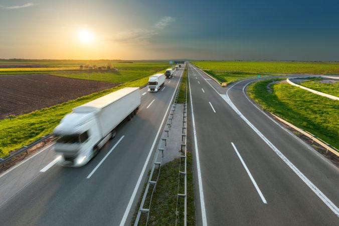 Polícia udelila kamionistom výnimku, prejazd Slovenskom im umožnia aj počas sviatkov