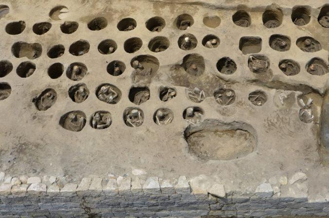 V Japonsku objavili masový hrob, pochovaní zrejme podľahli pandémii v 19. storočí