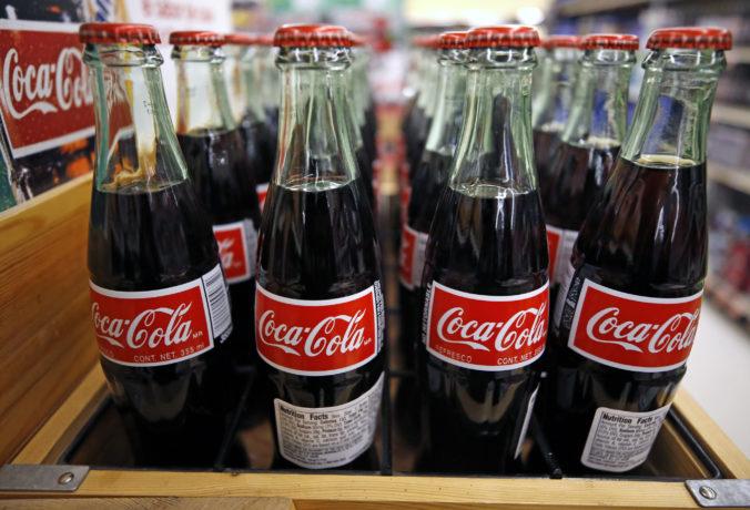 Coca-Cola prišla o viac než štvrtinu svojich príjmov, o prácu vo firme prídu tisícky ľudí