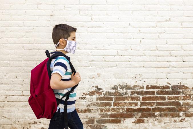 Školopovinné deti nemôže rodič iba pre obavu z koronavírusu nechať doma, porušil by zákon