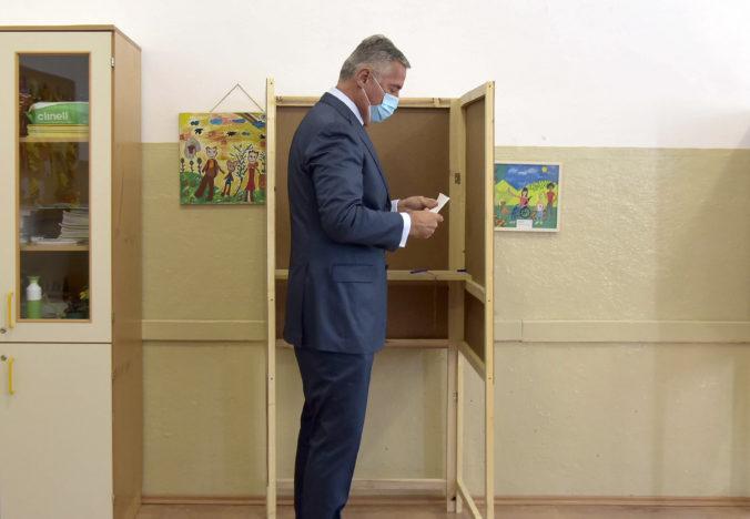 V Čiernej hore sa konajú parlamentné voľby, najväčšiu šancu má strana prezidenta Djukanoviča