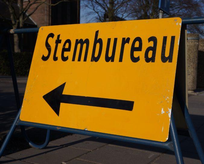 Hygienická opatrenia aj odstupy. Koronavírus zmení voľby v Holandsku