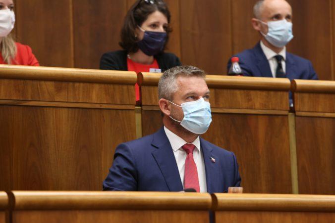 Pellegrini sa vzdá funkcie podpredsedu parlamentu. Mňa netreba vyzývať, odkazuje Ficovi